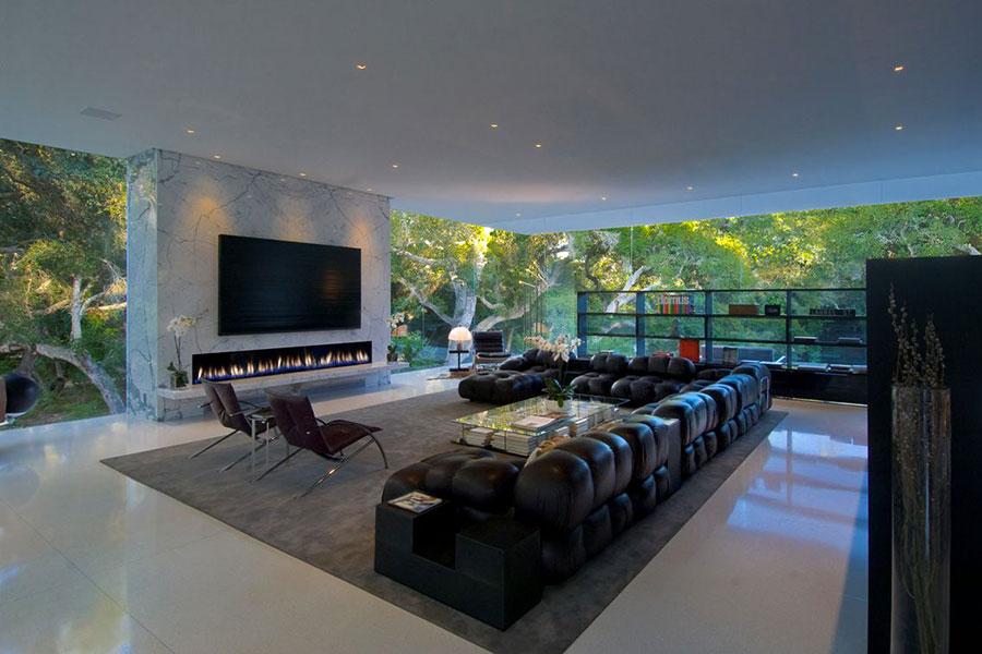 Idee per arredare un salotto con camino dal design moderno n.02