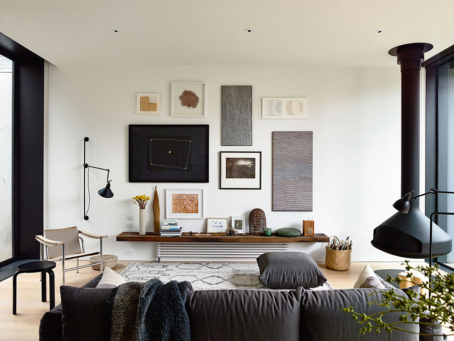 Idee per arredare un salotto con camino dal design moderno n.18
