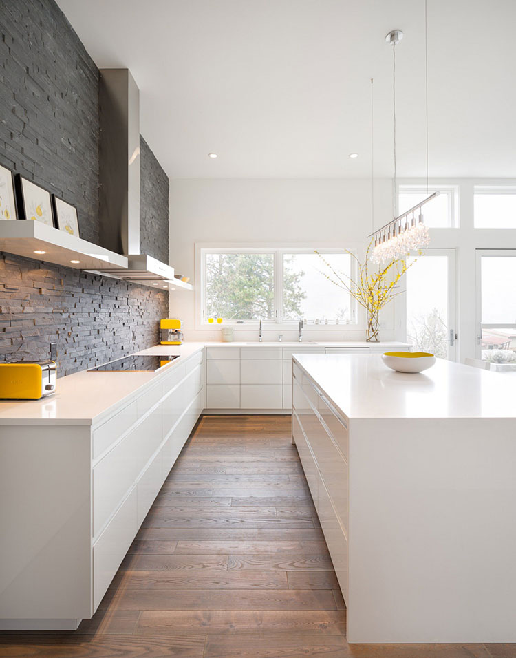 Modello di cucina bianca moderna con isola n.02