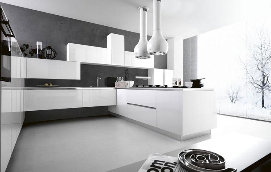 Modello di cucina bianca moderna con penisola n.03
