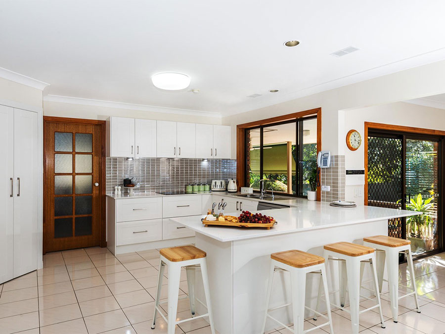 Modello di cucina bianca moderna ad U n.05
