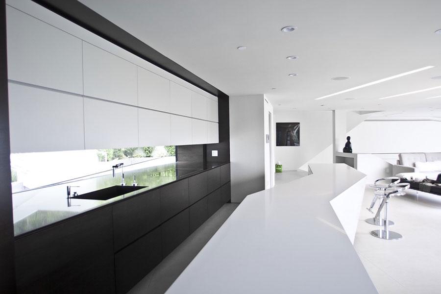 Modello di cucina bianca e nera di design n.01