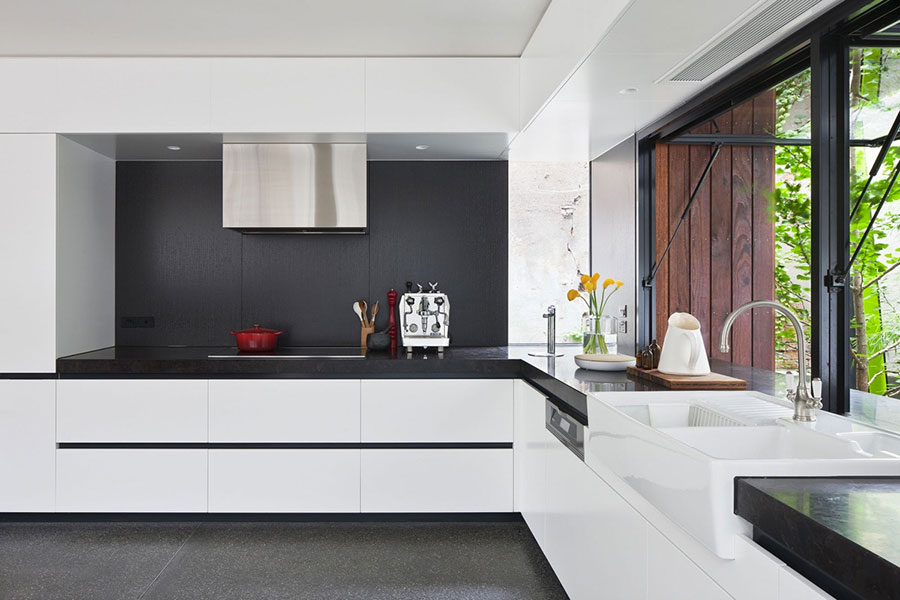 Modello di cucina bianca e nera di design n.14
