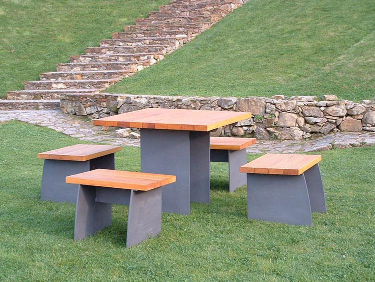 Set tavolo e sedie da giardino dal design particolare n.03