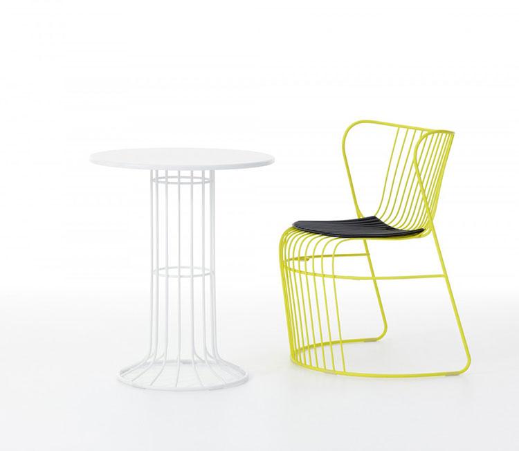 Set tavolo e sedie da giardino dal design particolare n.06