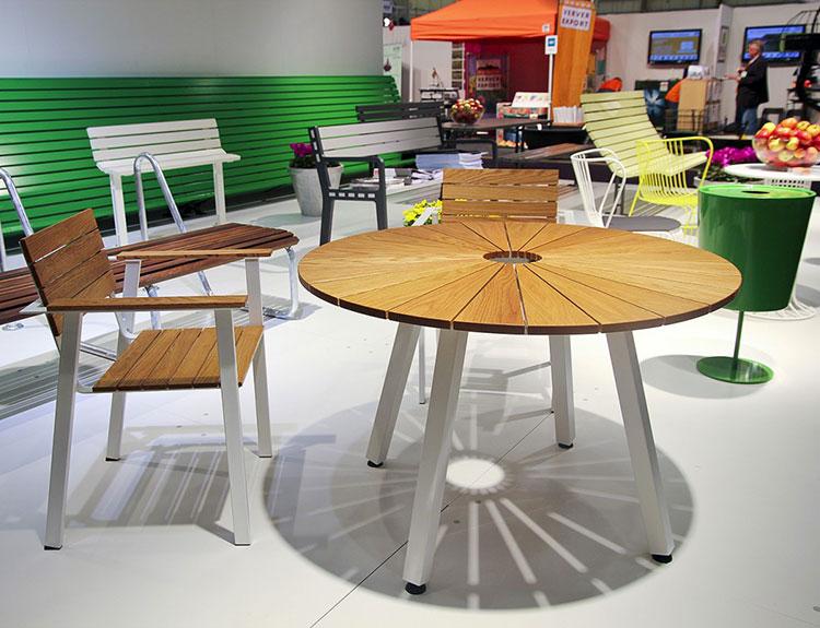 Set tavolo e sedie da giardino dal design particolare n.08
