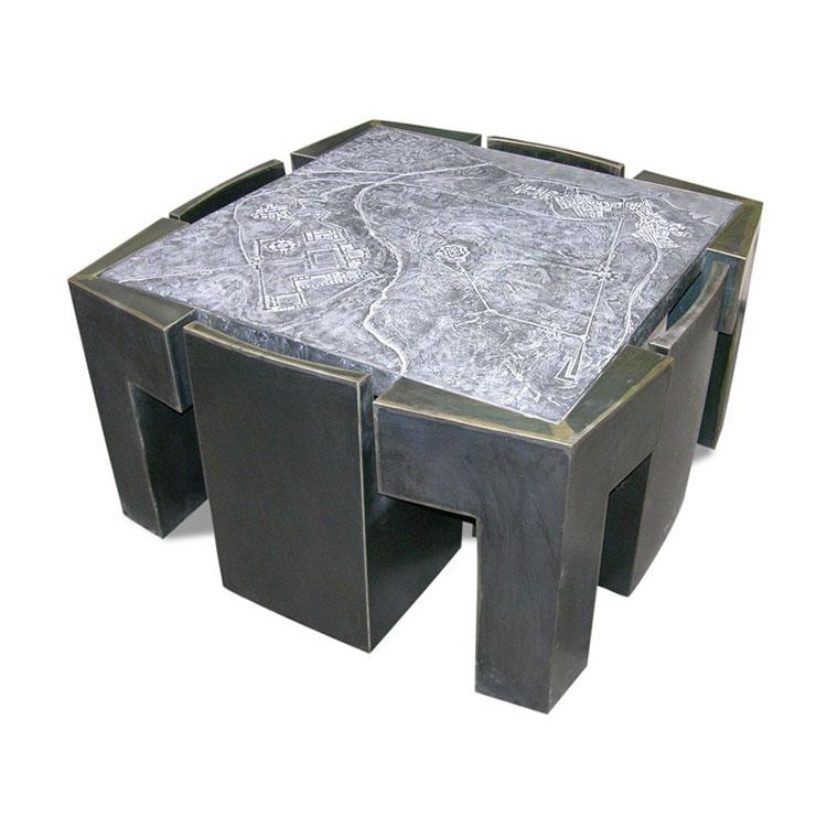 Set tavolo e sedie da giardino dal design particolare n.09