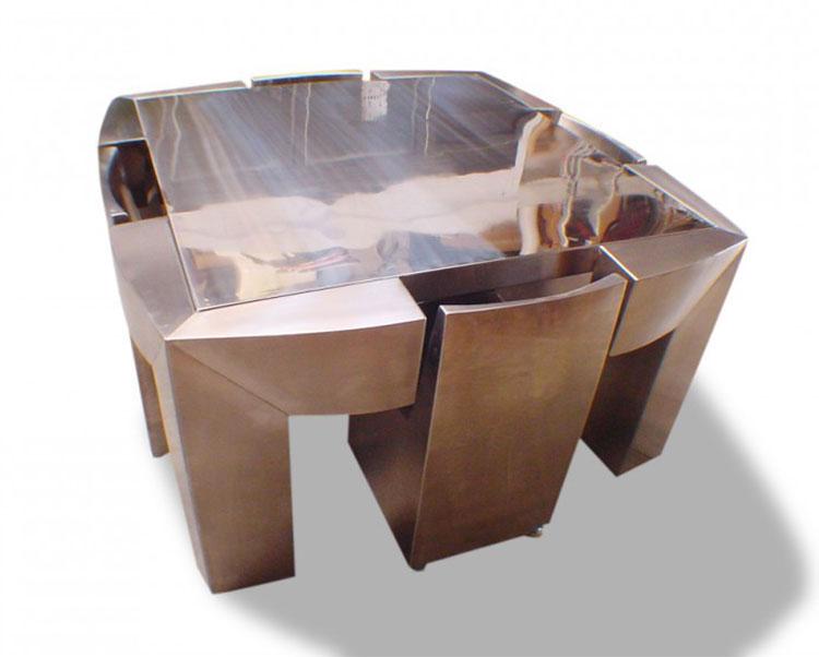 Set tavolo e sedie da giardino dal design particolare n.10