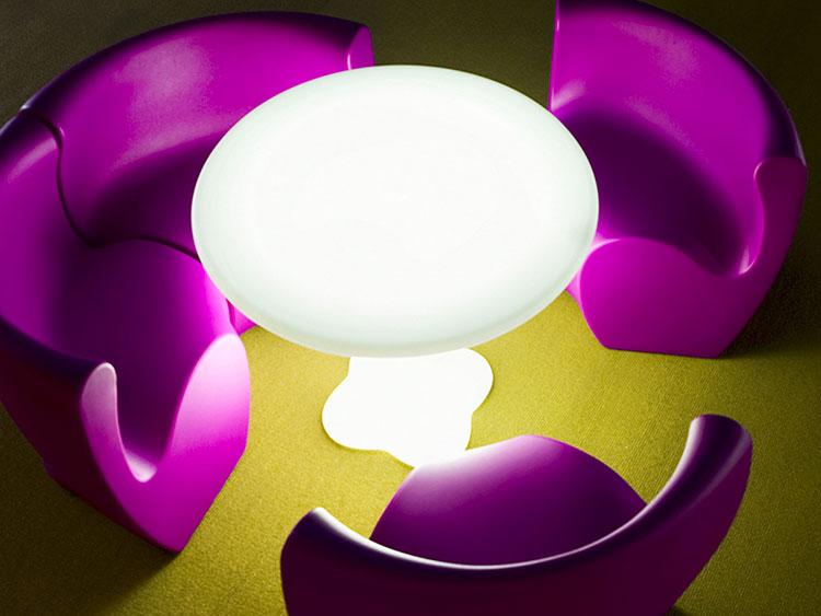 Set tavolo e sedie da giardino dal design particolare n.15