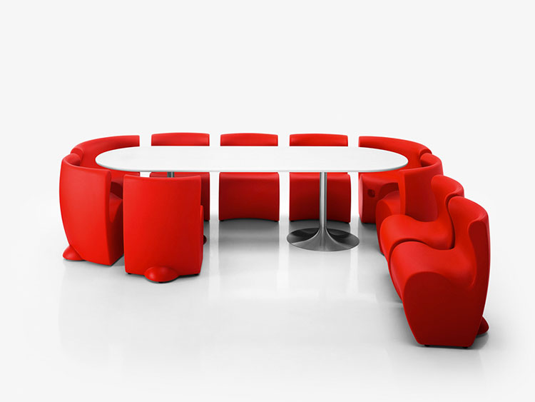 Set tavolo e sedie da giardino dal design particolare n.17