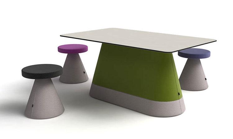 Set tavolo e sedie da giardino dal design particolare n.18