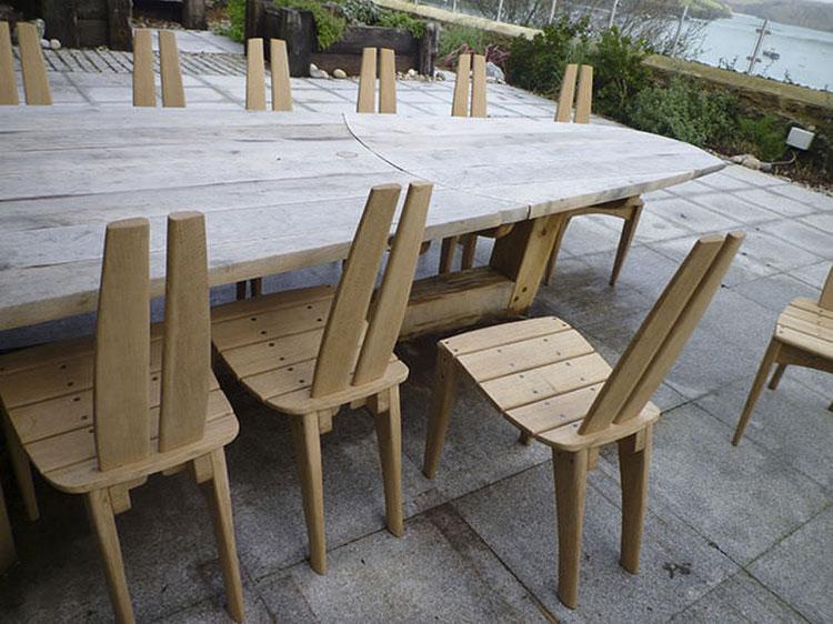 Set tavolo e sedie da giardino dal design particolare n.19
