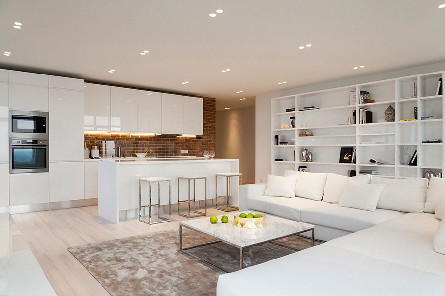 Idee per arredare un soggiorno bianco dal design moderno n.17
