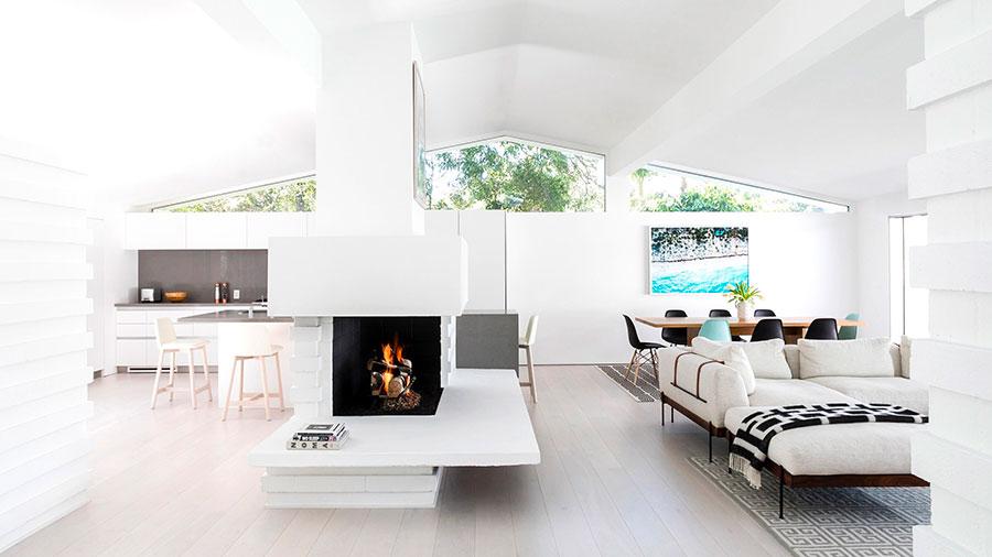 Idee per arredare un soggiorno bianco moderno 01