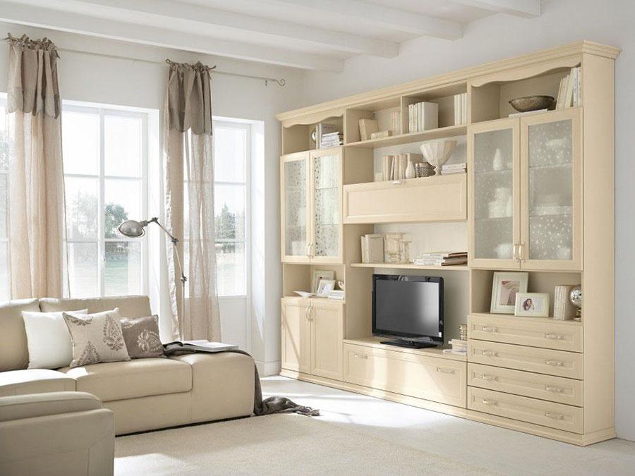 Idee per arredare un soggiorno classico bianco n.10