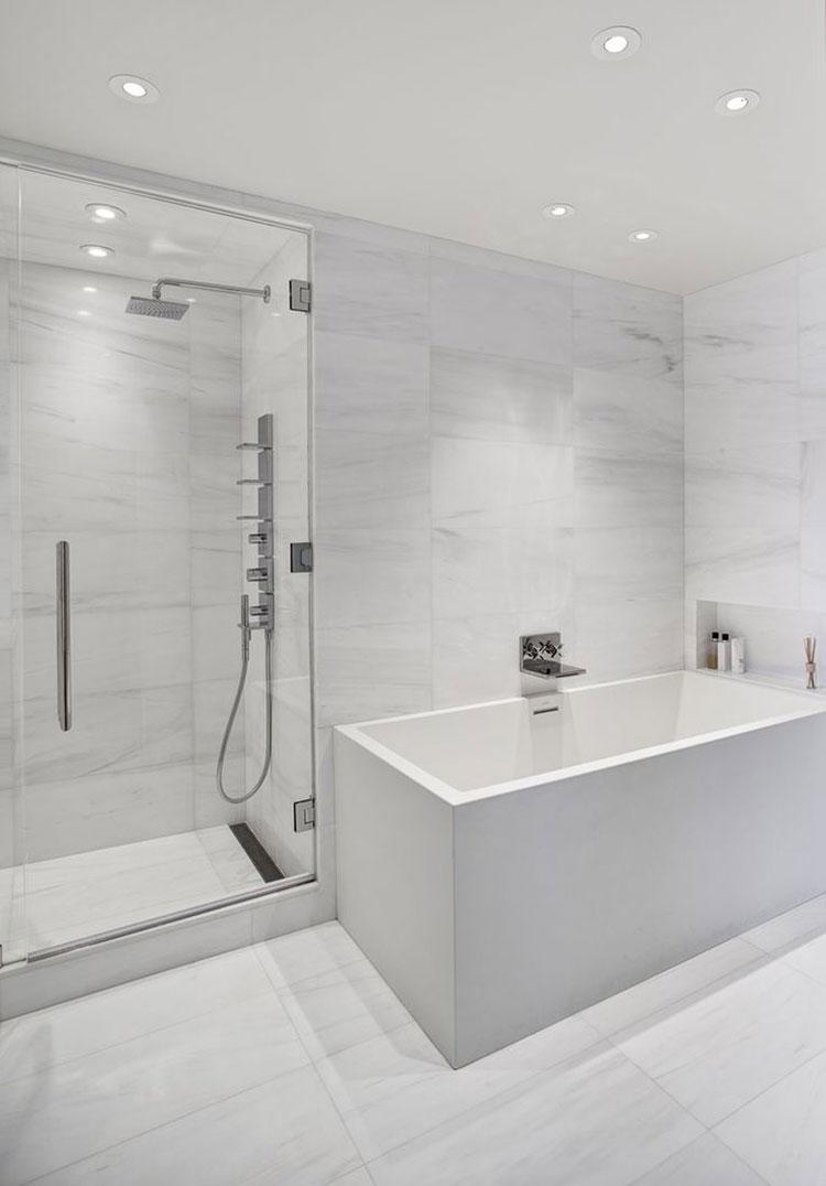 Idee per arredare un bagno bianco moderno n.16