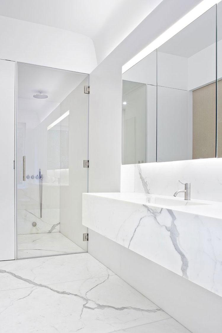 Idee per arredare un bagno bianco moderno n.17