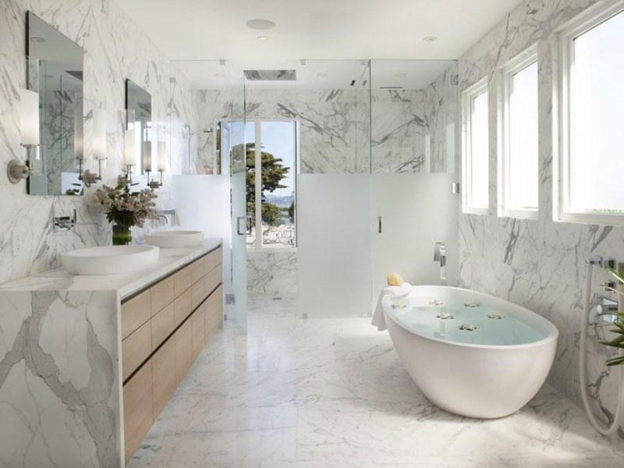 Bagno di lusso in marmo bianco n.19