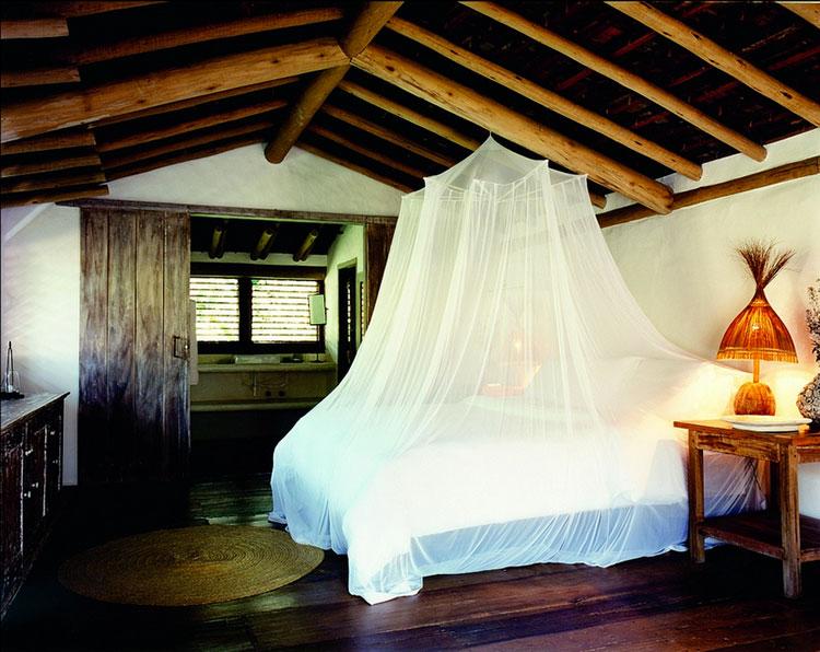 Idee per costruire un letto a baldacchino fai da te n.19