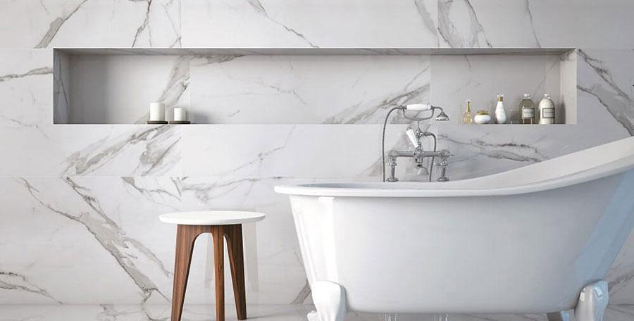 Idee bagno in marmo bianco