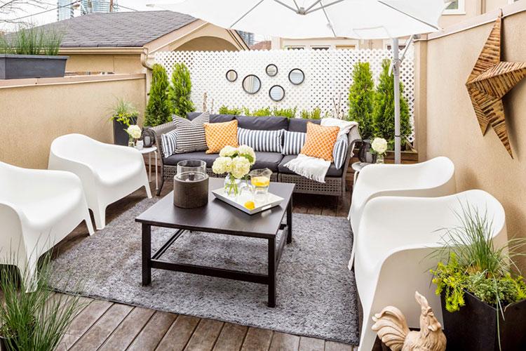 20 idee per arredare un piccolo terrazzo in maniera for Arredare terrazzi piccoli