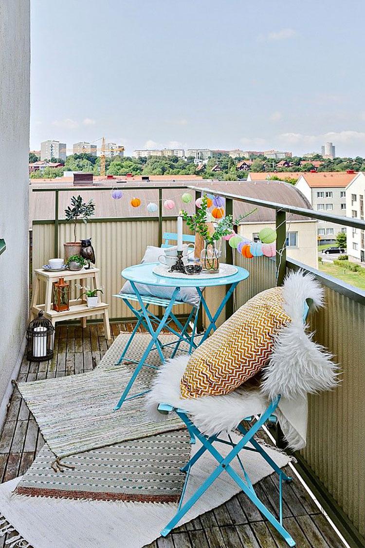 Idee per abbellire un terrazzo con tessuti n.6