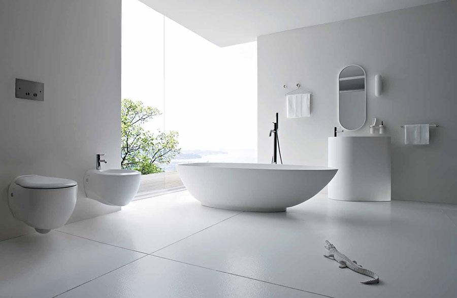 Idee per arredare un bagno bianco moderno n.01