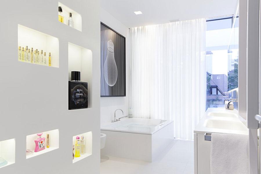 Idee per arredare un bagno bianco moderno n.08