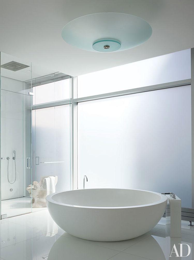 Idee per arredare un bagno bianco moderno n.11