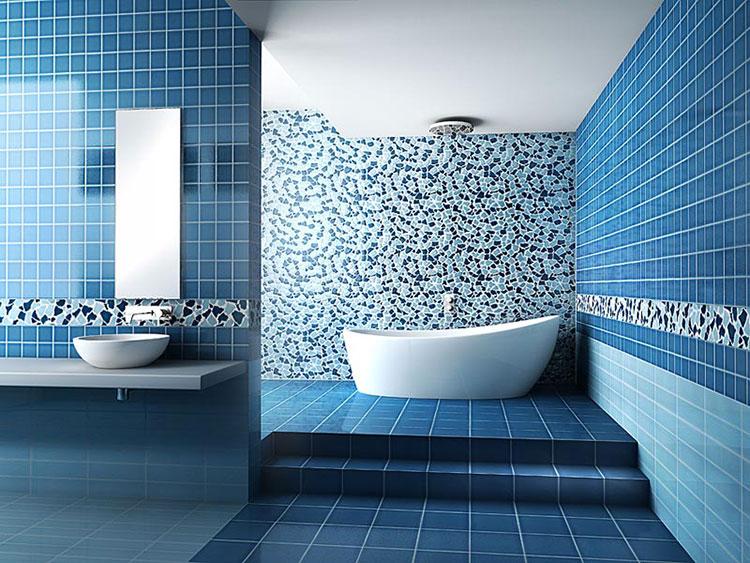 Idee per arredare un bagno blu e bianco n.05