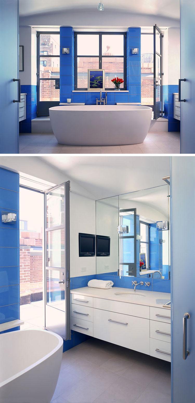 Idee per arredare un bagno blu e bianco n.07