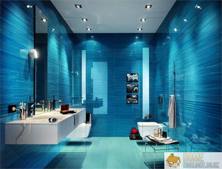 Idee per arredare un bagno blu e bianco n.18