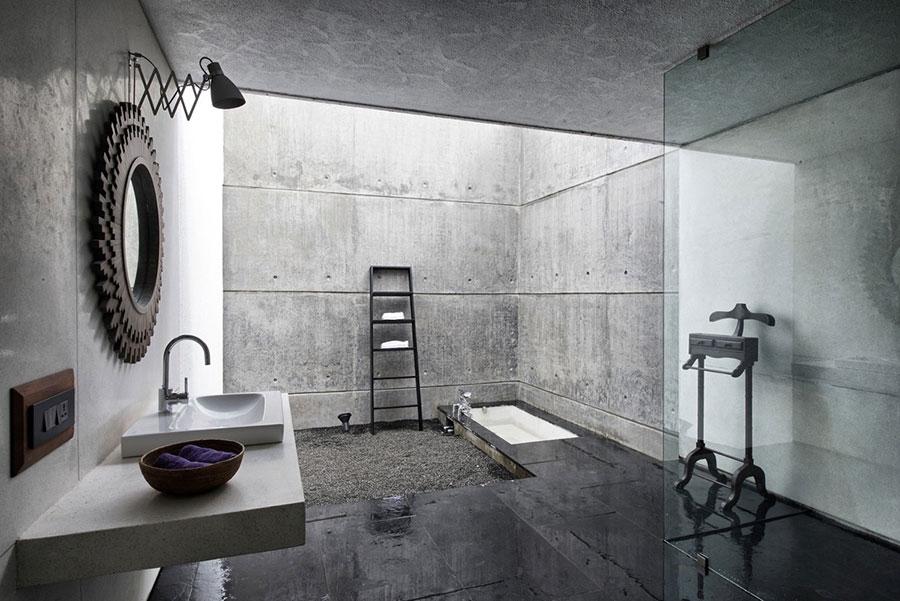 Idee di arredo per un bagno in stile industriale n.35