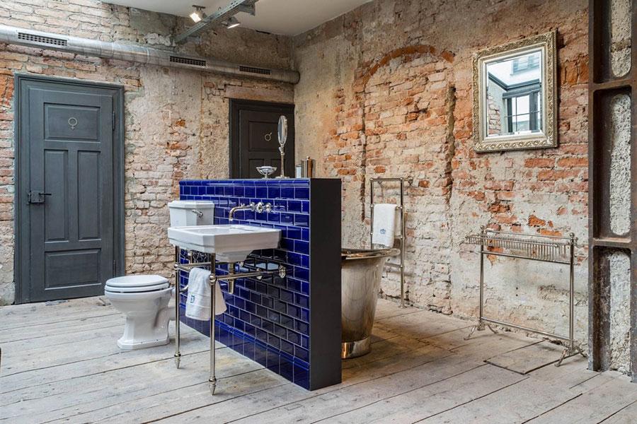 Idee di arredo per un bagno in stile industriale n.43