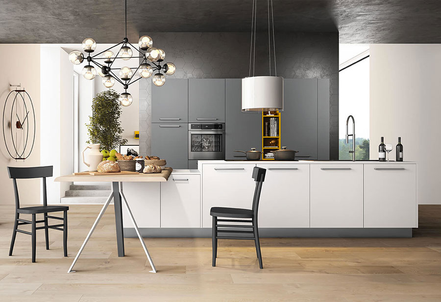 Colori per pareti in una cucina bianca e grigia n.01