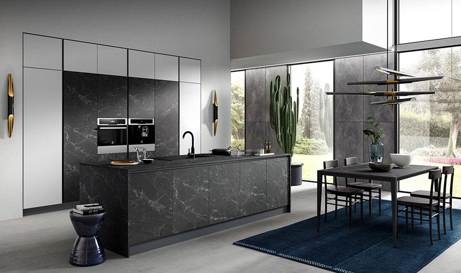 Colori per pareti in una cucina bianca e grigia n.03