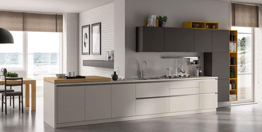 Colori per pareti in una cucina bianca e grigia n.05
