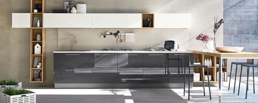 Modello di cucina bianca e grigia moderna n.12