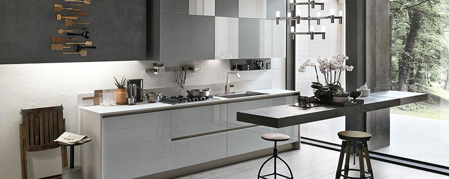Modello di cucina bianca e grigia moderna n.13