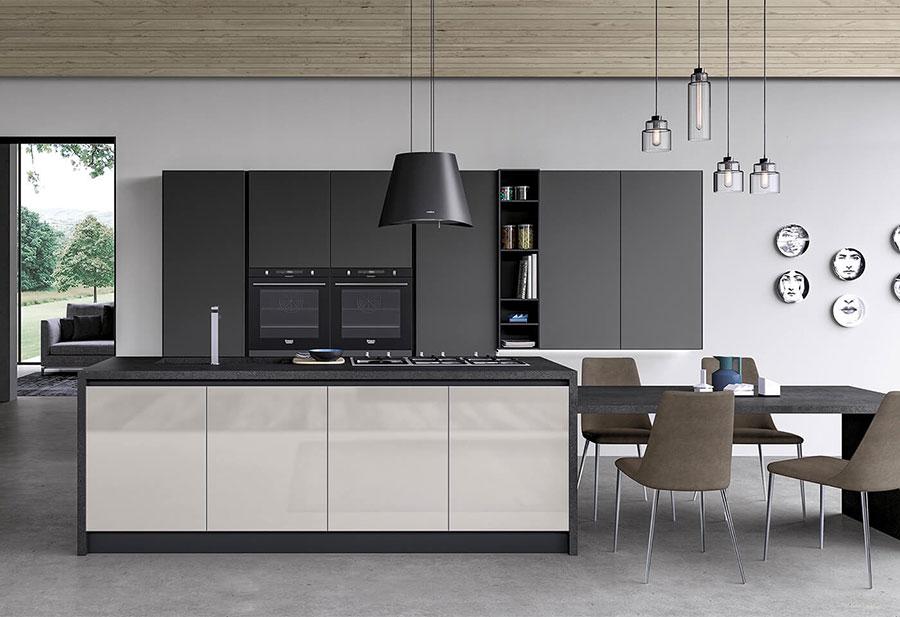 Modello di cucina bianca e grigia opaca n.05