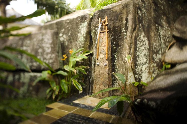 Idee per creare una doccia da giardino da sogno in stile zen n.01