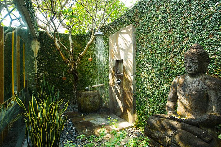 Idee per creare una doccia da giardino da sogno in stile zen n.04