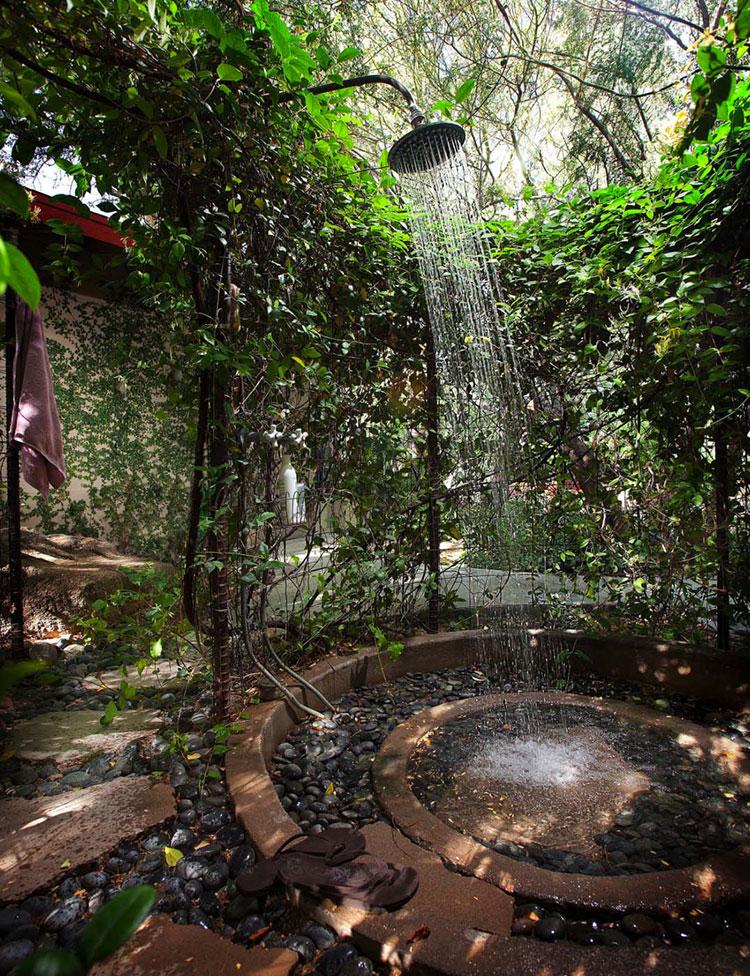 Idee per creare una doccia da giardino da sogno in stile zen n.18