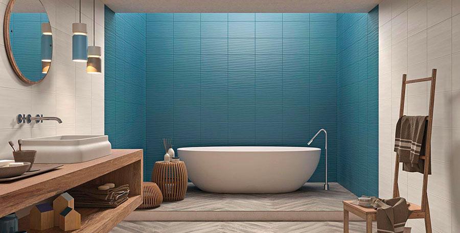 Bagno blu e bianco moderno
