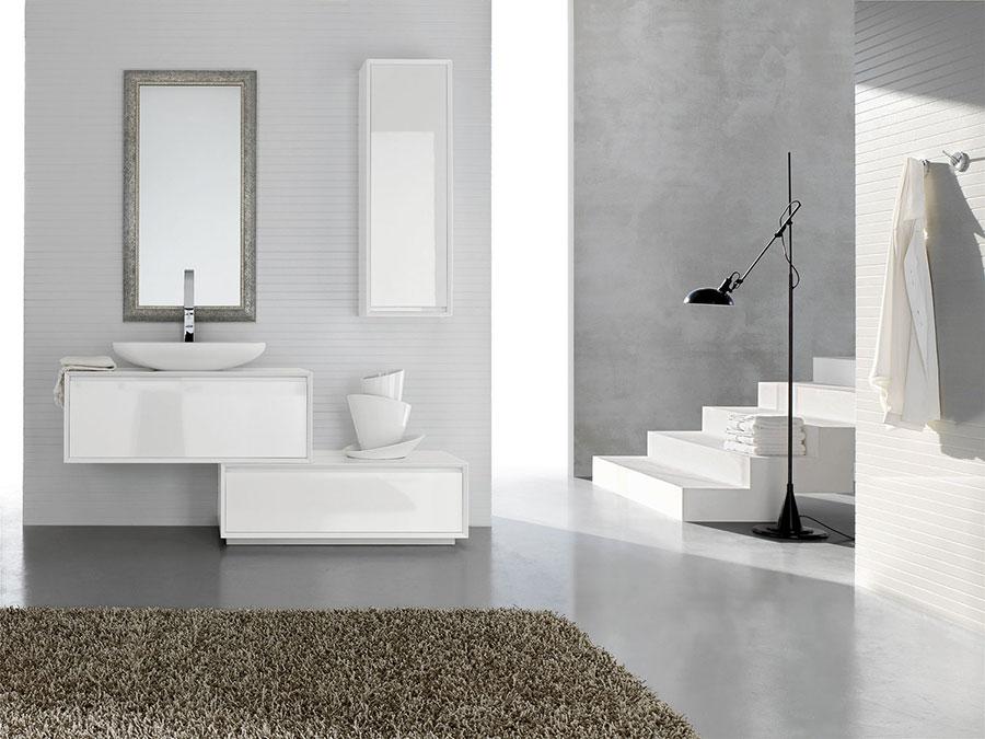 Modello di mobile bagno bianco lucido n.02