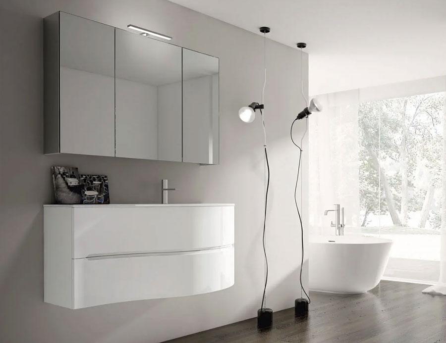 Modello di mobile bagno bianco lucido n.04