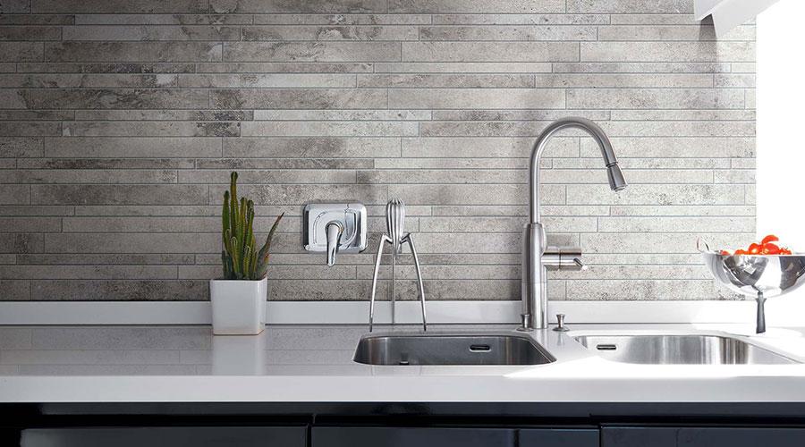 Modello di piastrelle per cucina bianca e grigia n.02