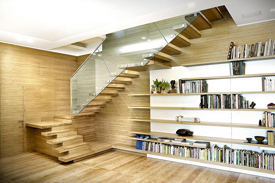 Modello di scala in legno per interni dal design moderno n.15