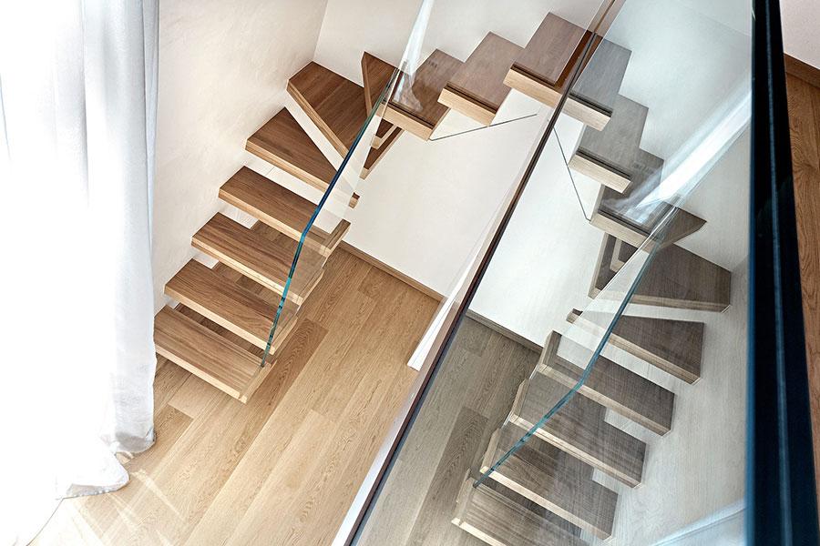 Modello di scala in legno per interni dal design moderno n.16