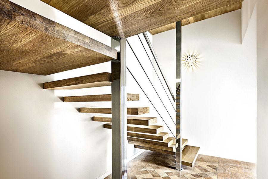 Modello di scala in legno per interni dal design moderno n.17